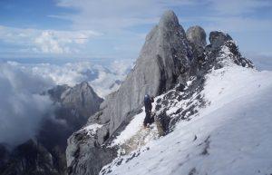 Gunung Tertinggi di Indonesia - Cartenzs Pyramid - Papua
