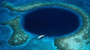 Lubang Biru Raksasa atau Great Blue Hole