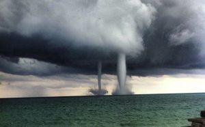 Waterspouts atau Tornado di atas Air