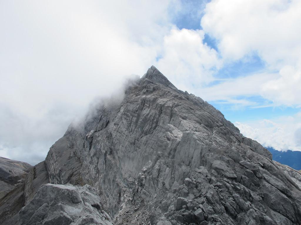 10 Gunung Tertinggi Di Asia Tenggara Yang Wajib Diketahui Ilmugeografi Com